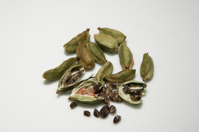 Что такое кардамон, как он выглядит и растет: свойства, описание, противопоказания
