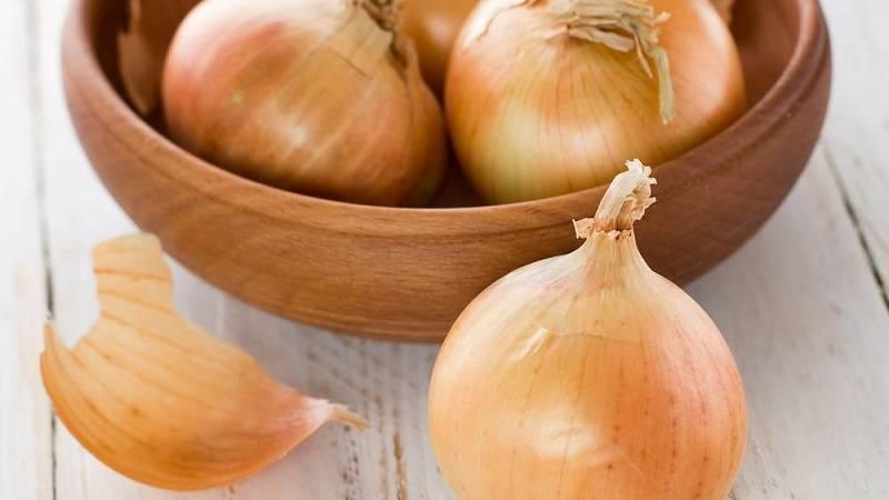 Маленький секрет богатырского здоровья: чем полезен лук для мужчин?