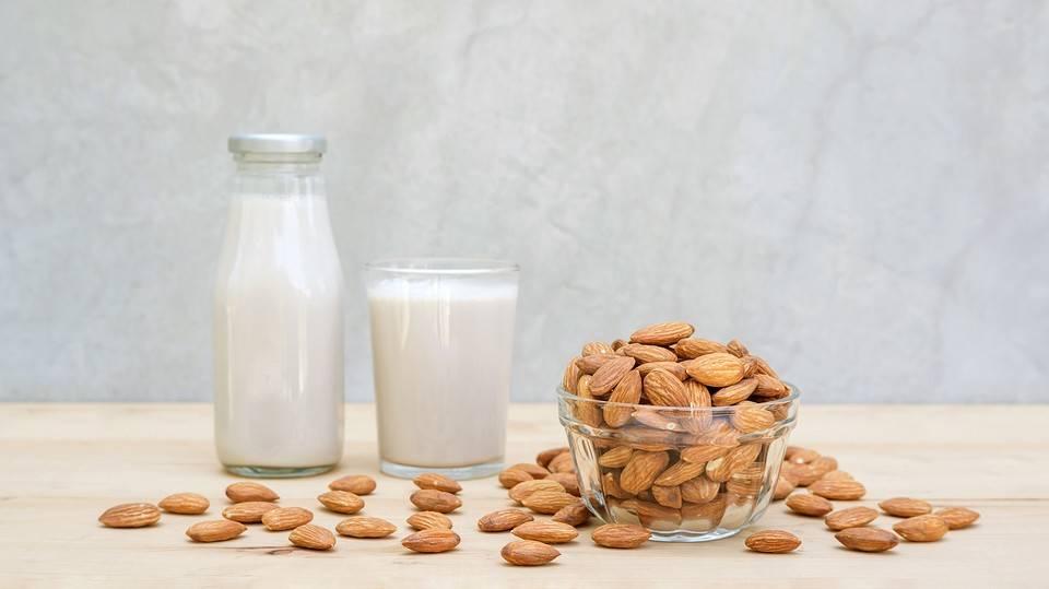 Миндальное молоко: польза и вред, как принимать, рецепты приготовления