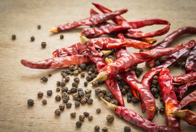 Польза и вред черного перца для организма