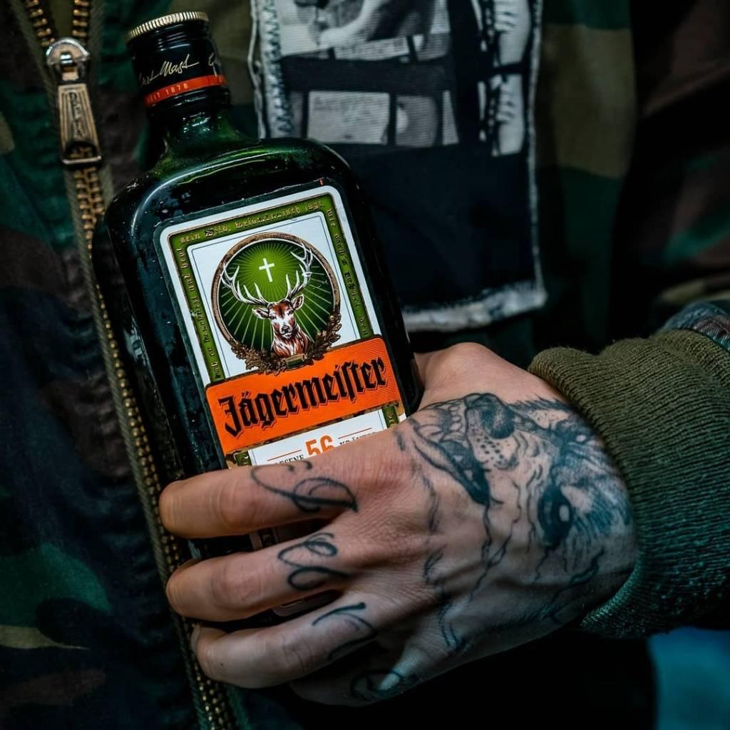Напиток настоящих мужчин: егермейстер – с чем пить ликер