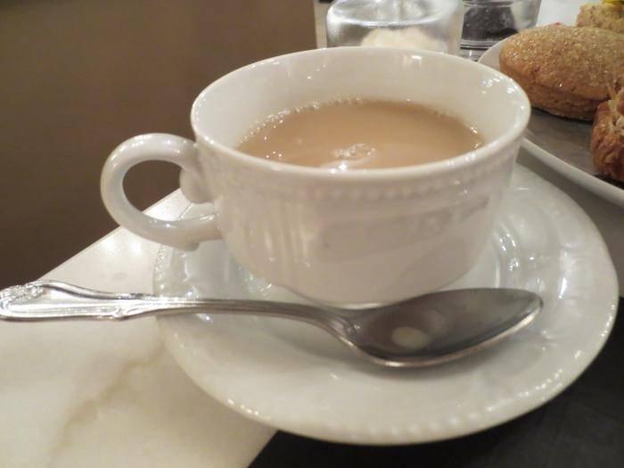 Черный чай с молоком — польза и вред
