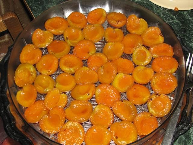 Как правильно сушить абрикосы?