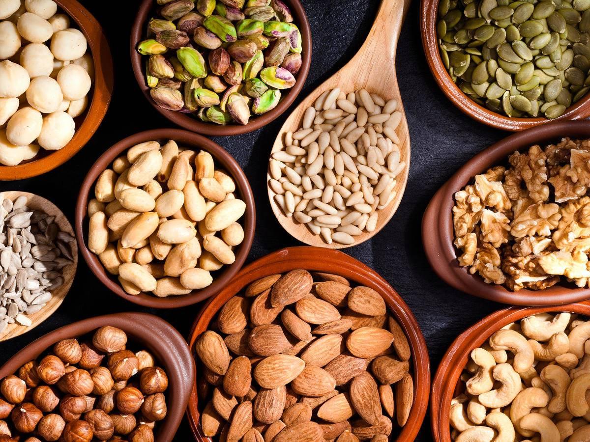 Польза орехов для женщин: какие самые полезнее и сколько нужно съедать в день