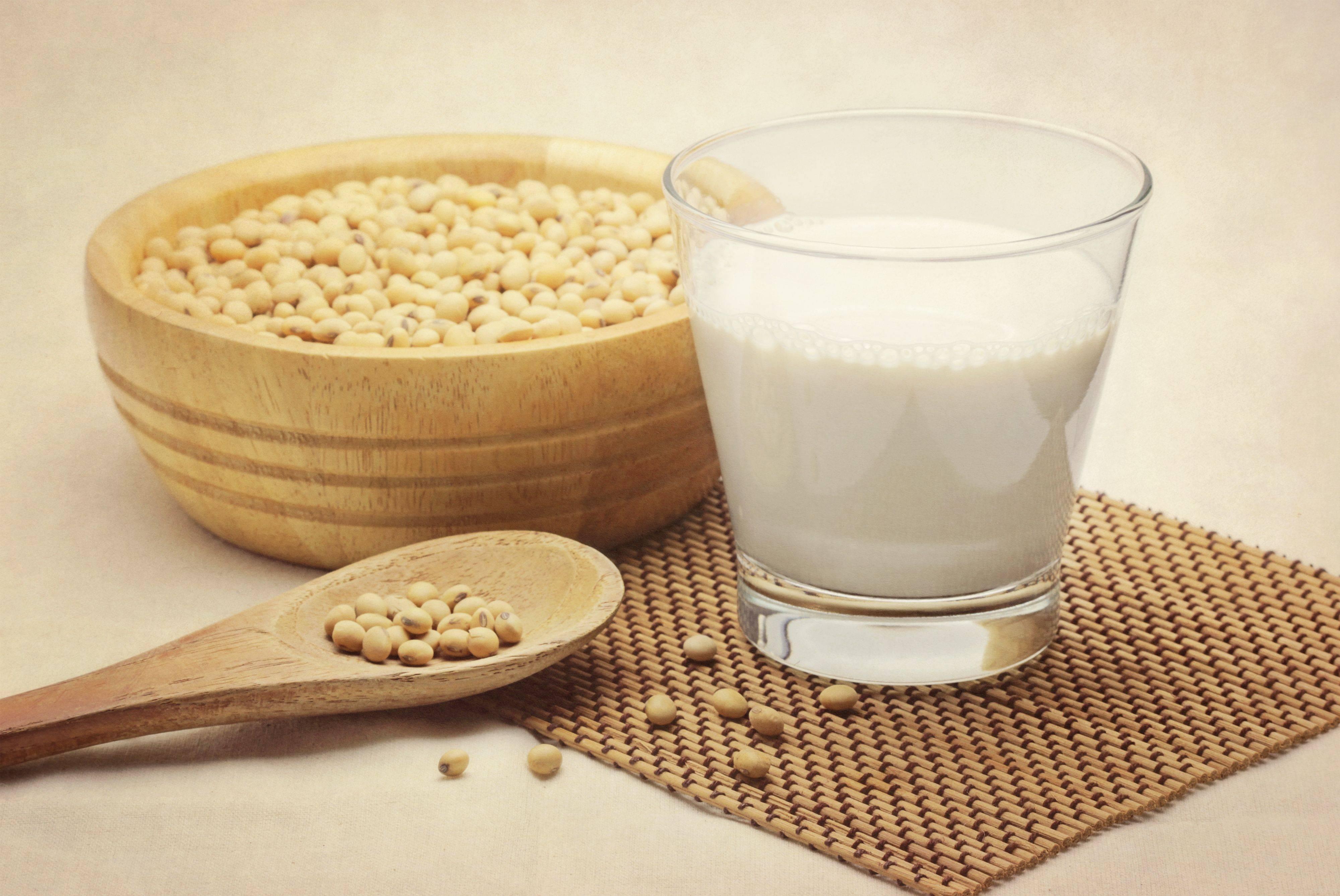Соевое молоко — польза и вред, состав