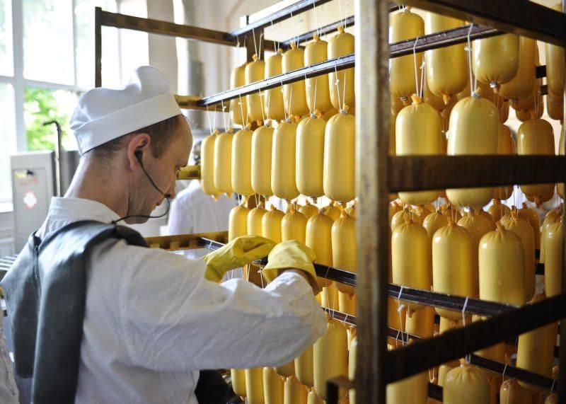 Из чего на самом деле сделан колбасный сыр ичем опасно копчение