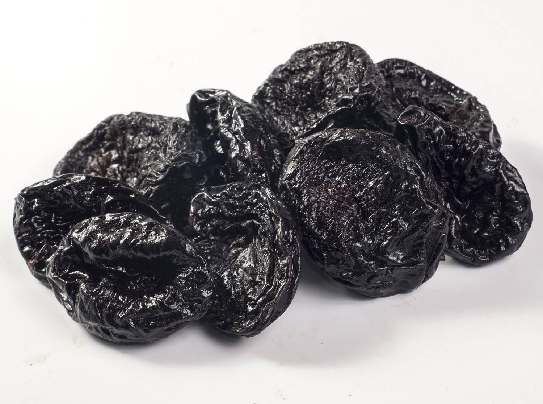 Польза и вред чернослива для организма