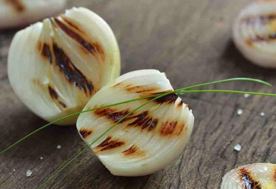 Запеченный лук в духовке польза и вред