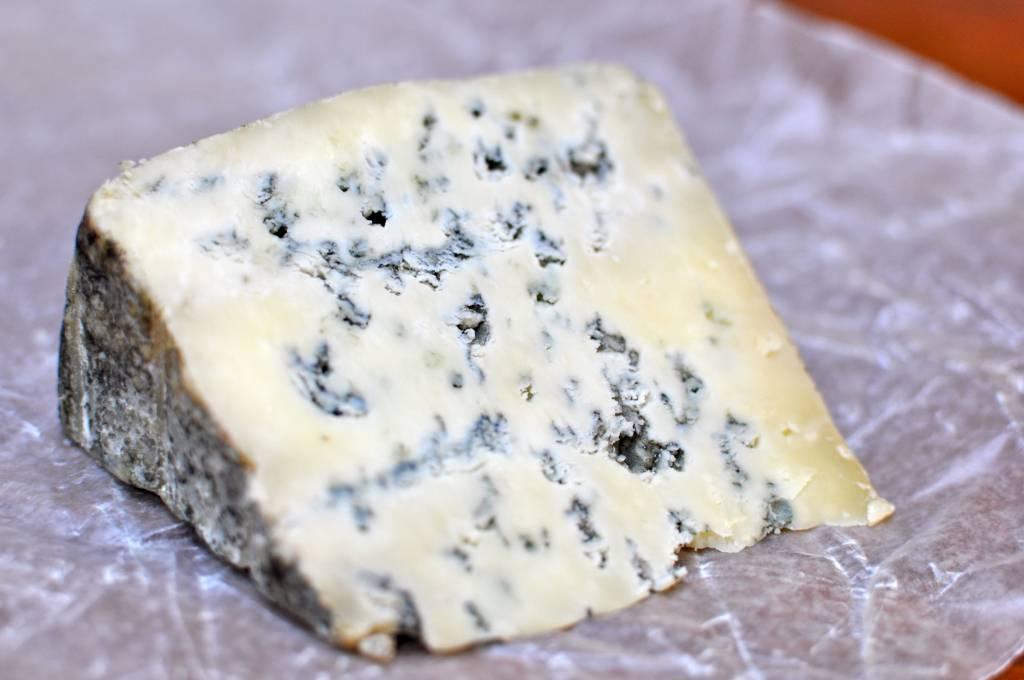 Сыр с плесенью: польза или вред для здоровья