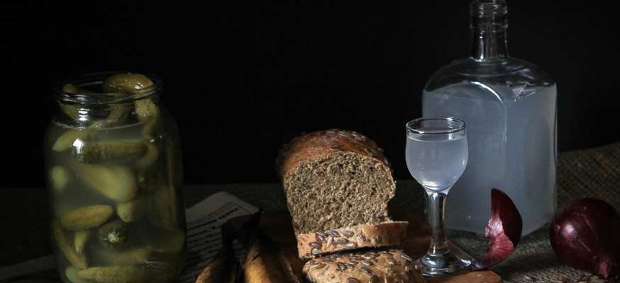 Как и с чем пьют самогон? чем лучше закусывать самогон