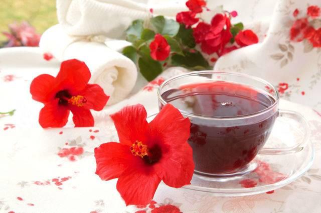 Какие полезные свойства у чая каркаде и при каком давлении есть противопоказания?