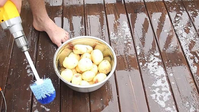 12 идей, как быстро и легко почистить молодую картошку