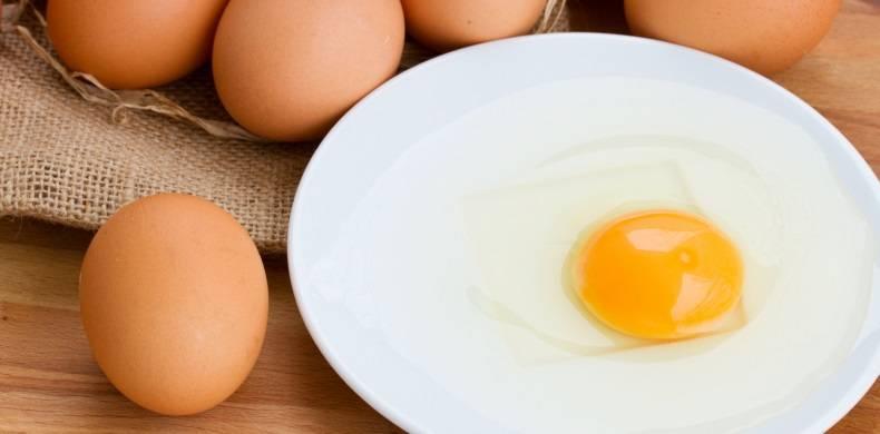 Сырое яйцо натощак: польза и вред