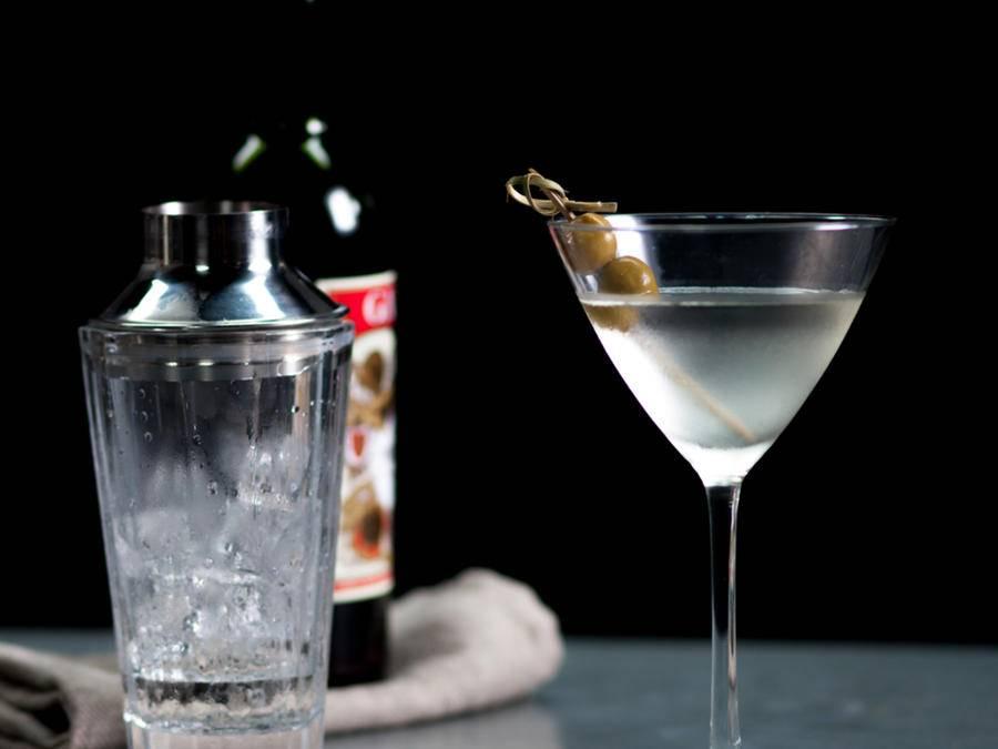 Как пить джин правильно и чем закусывать