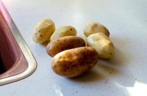 Опасно ли есть зеленую картошку