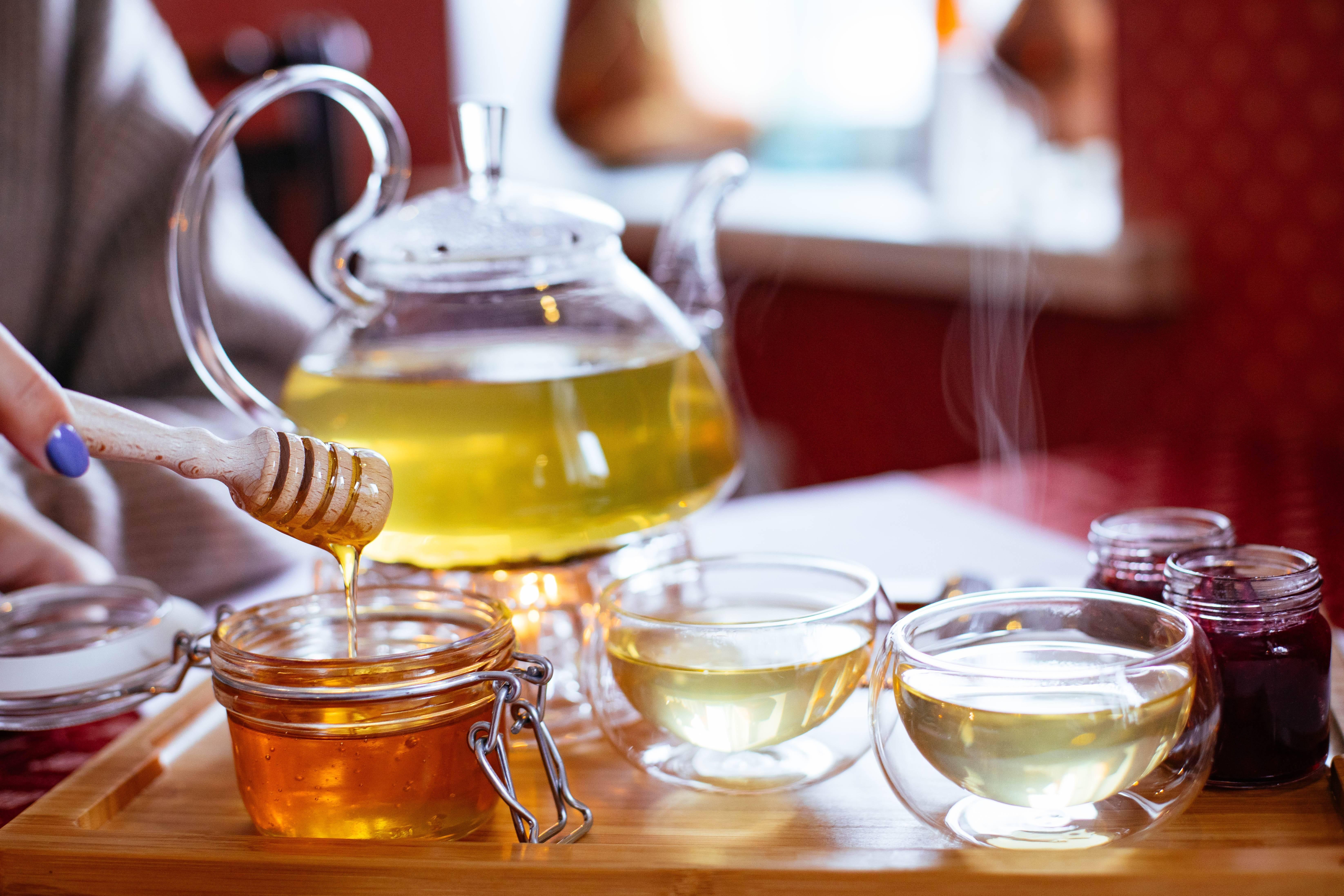 Чай с медом и лимоном: чем полезен, особенности, рецепты заваривания