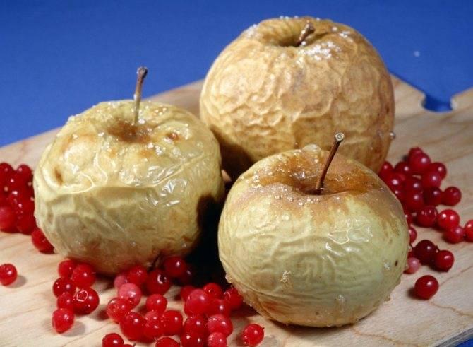 Можно ли кормящей маме свежие и запеченные яблоки?