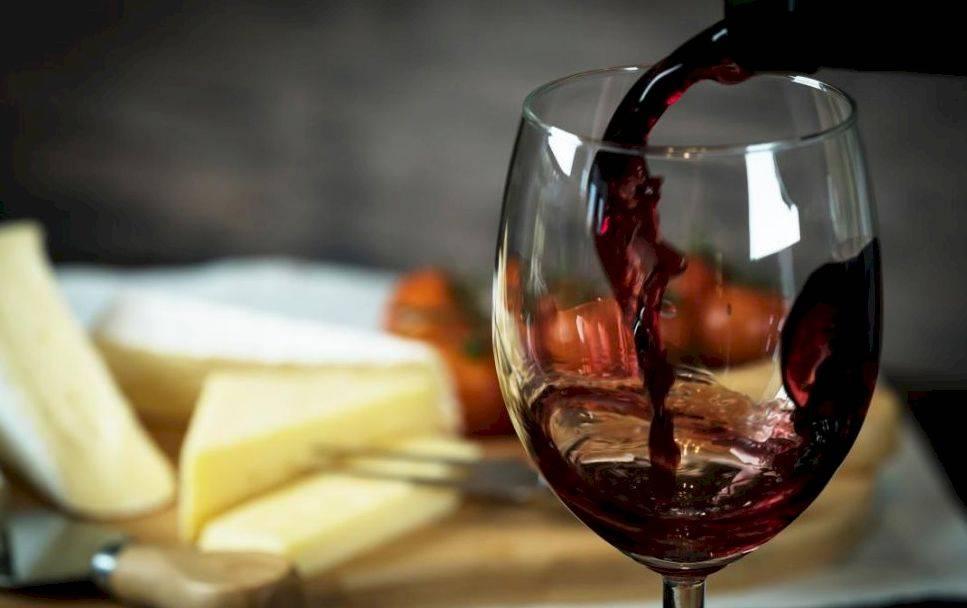 Польза и вред белого вина для женщин и мужчин