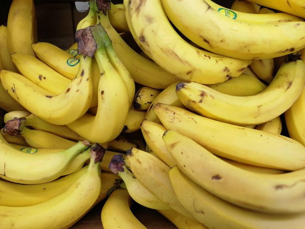 Бананы при грудном вскармливании: правила и риски употребления