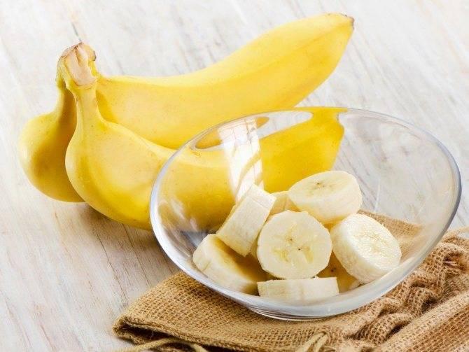 Можно ли употреблять бананы женщине в период грудного вскармливания и как влияет этот фрукт на новорожденного в первый и второй месяц жизни?