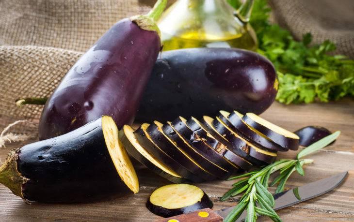 Чем полезны баклажаны для здоровья женщин и мужчин, вред для организма и противопоказания