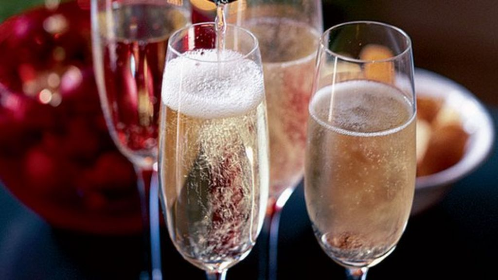 Как правильно пить шампанское? этикет употребления и закуски к каждому виду напитка