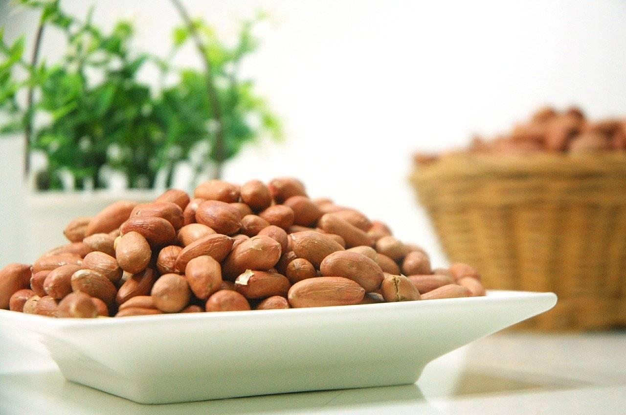 Польза и вред арахиса для здоровья женщин: после 50 лет