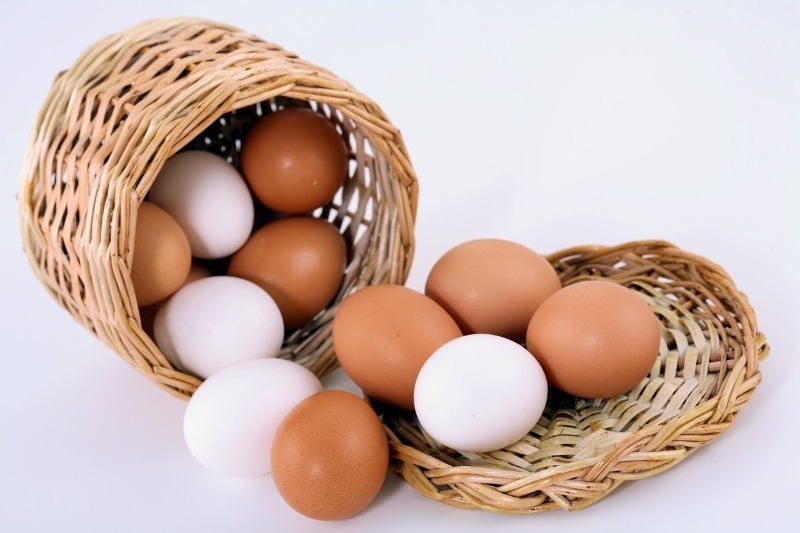 Чем отличаются белые яйца от коричневых?