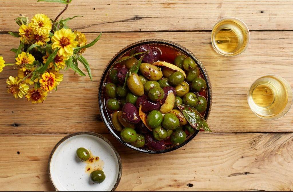 Маслины и черные оливки: польза и вред для организма