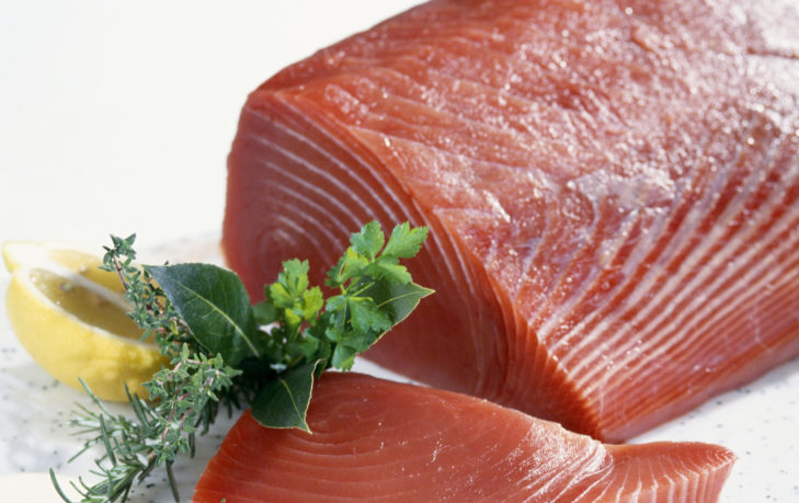 Тунец: полезные свойства и противопоказания, состав, рецепты