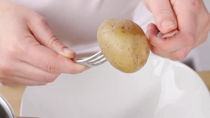 Как легко и как быстро почистить молодую картошку