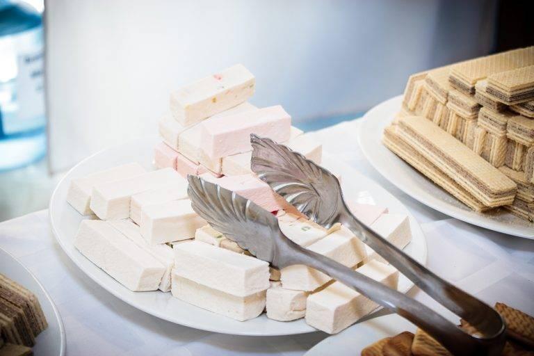 Калорийность и свойства зефира: нежного, сладкого, воздушного лакомства. в чем польза и вред зефира для взрослых и детей?