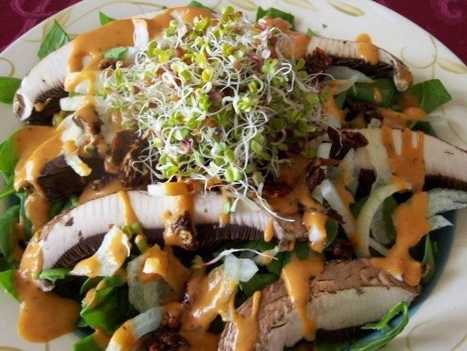 Можно ли есть сырые шампиньоны в салате