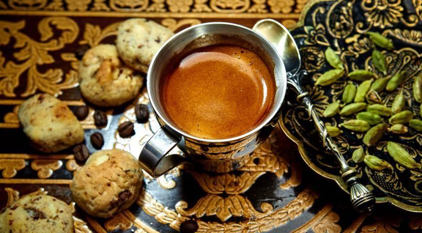 Полезные свойства кофе с кардамоном и возможный вред
