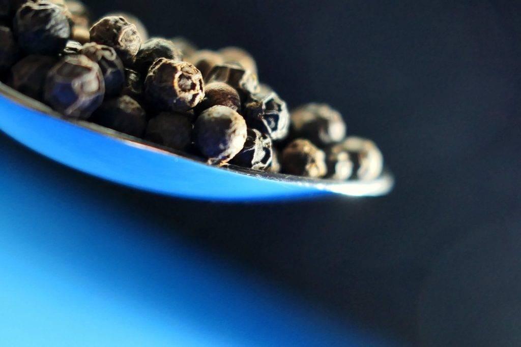Черный перец - польза и вред для организма, свойства и применение