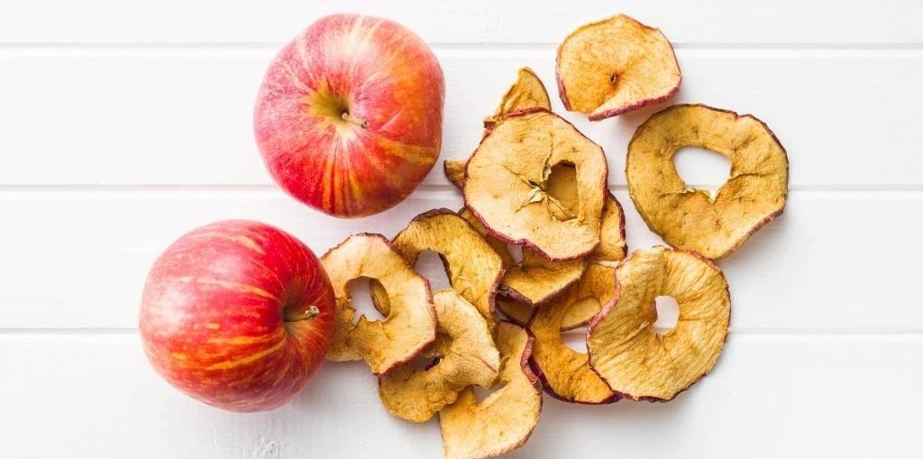 Сушеные яблоки: польза и вред для организма, калорийность, что из них можно приготовить