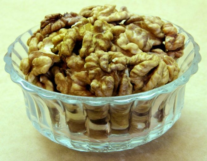 Как приготовить и пить настойку из перегородок грецкого ореха?