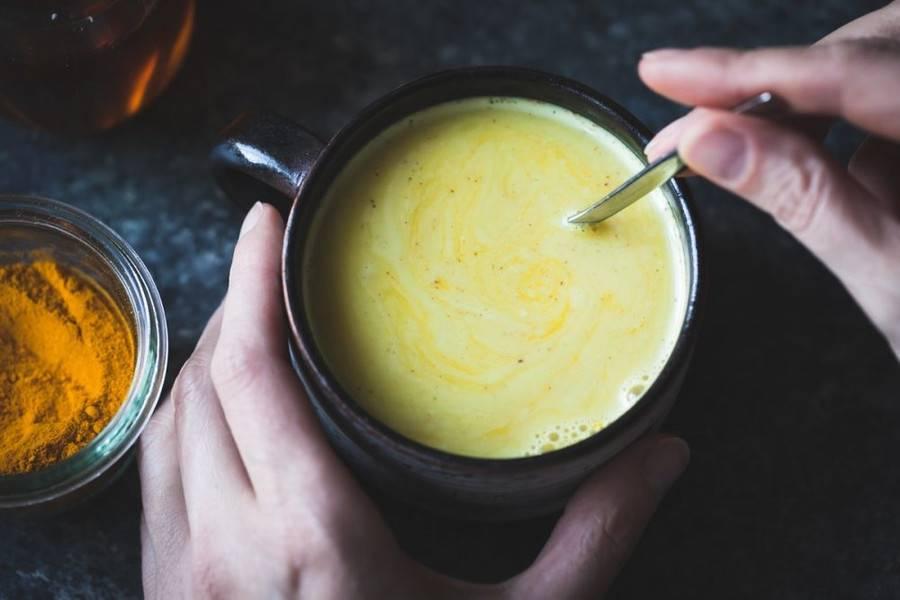 Золотое молоко с куркумой – просто волшебное средство!