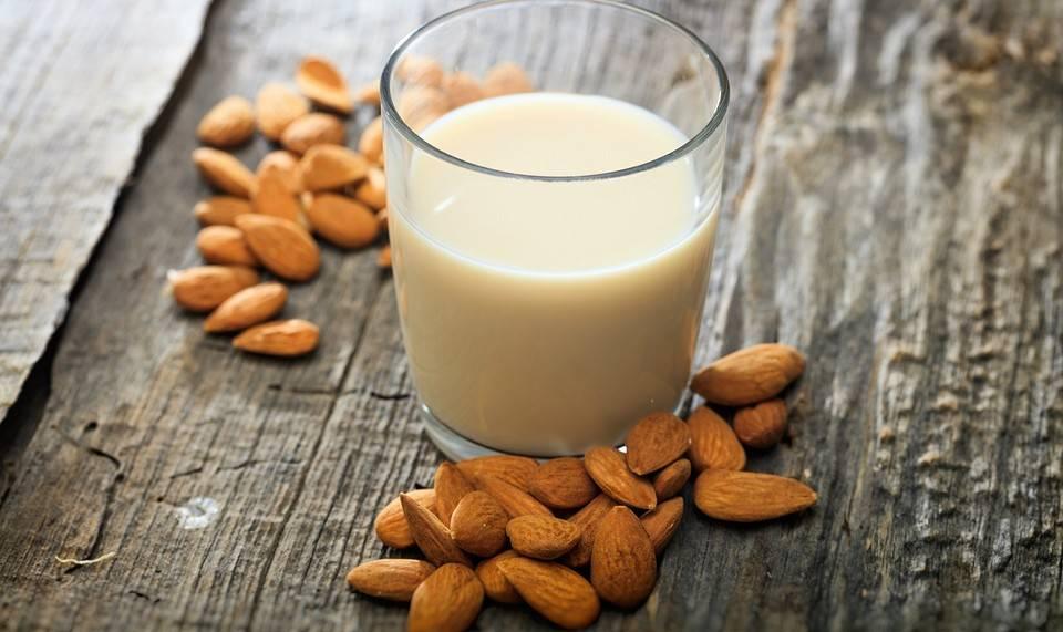 Миндальное молоко польза и вред: 5 фактов о миндальном молоке
