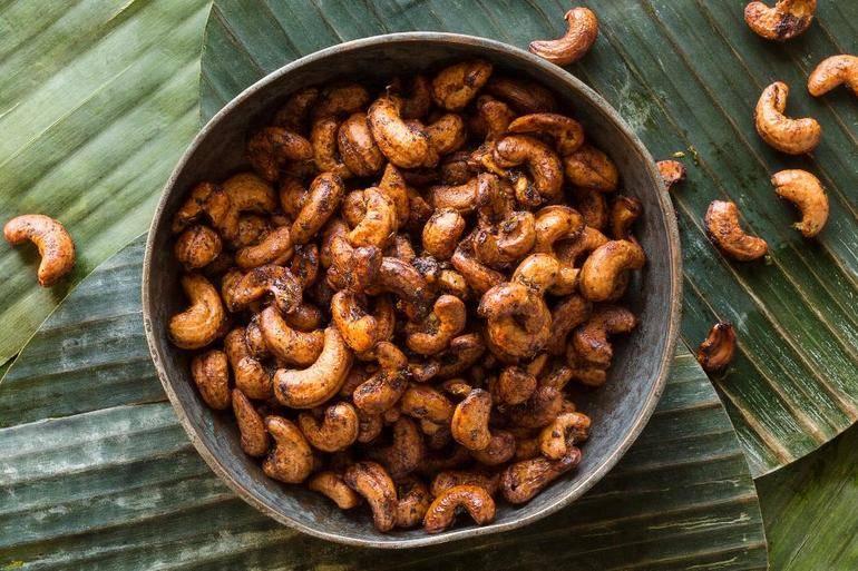 Чем полезны орехи кешью для мужчин?