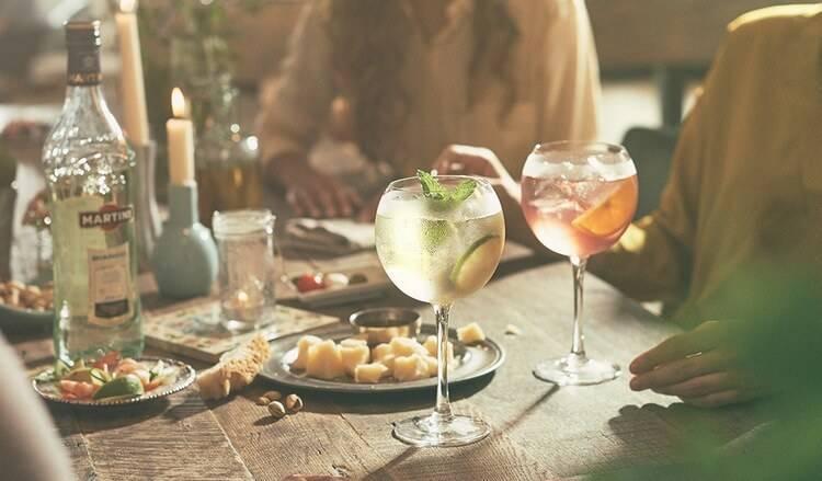 Пьем и закусываем вермут правильно – главные законы вкусной вечеринки