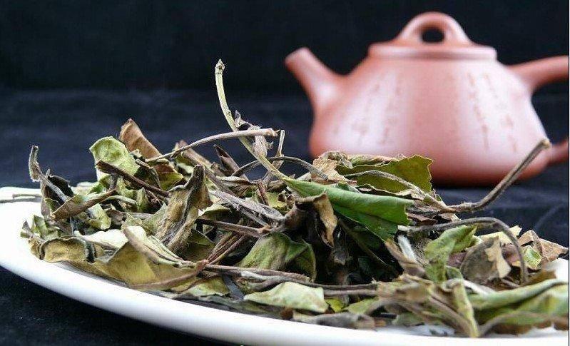 Королевский напиток — китайский белый чай: его польза и вред, секреты заваривания напитка