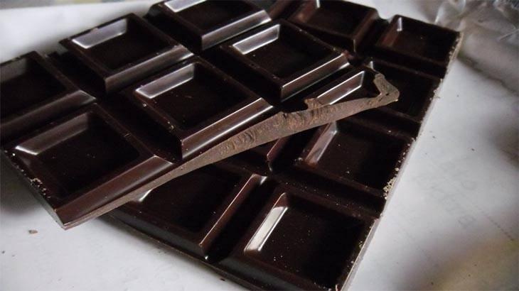 Польза и вред натурального горького шоколада. состав горького шоколада