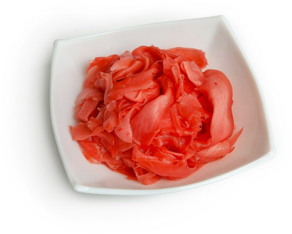 Почему маринованный имбирь к суши имеет красный цвет и вкуснее ли он белого