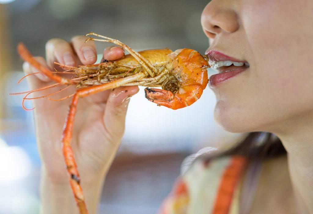 Можно ли кормящей матери креветки