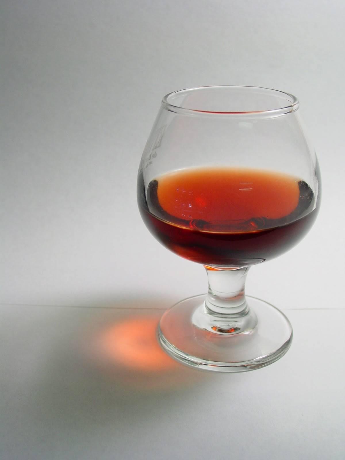 Польза и вред коньяка: можно ли пить его в лечебных целях?