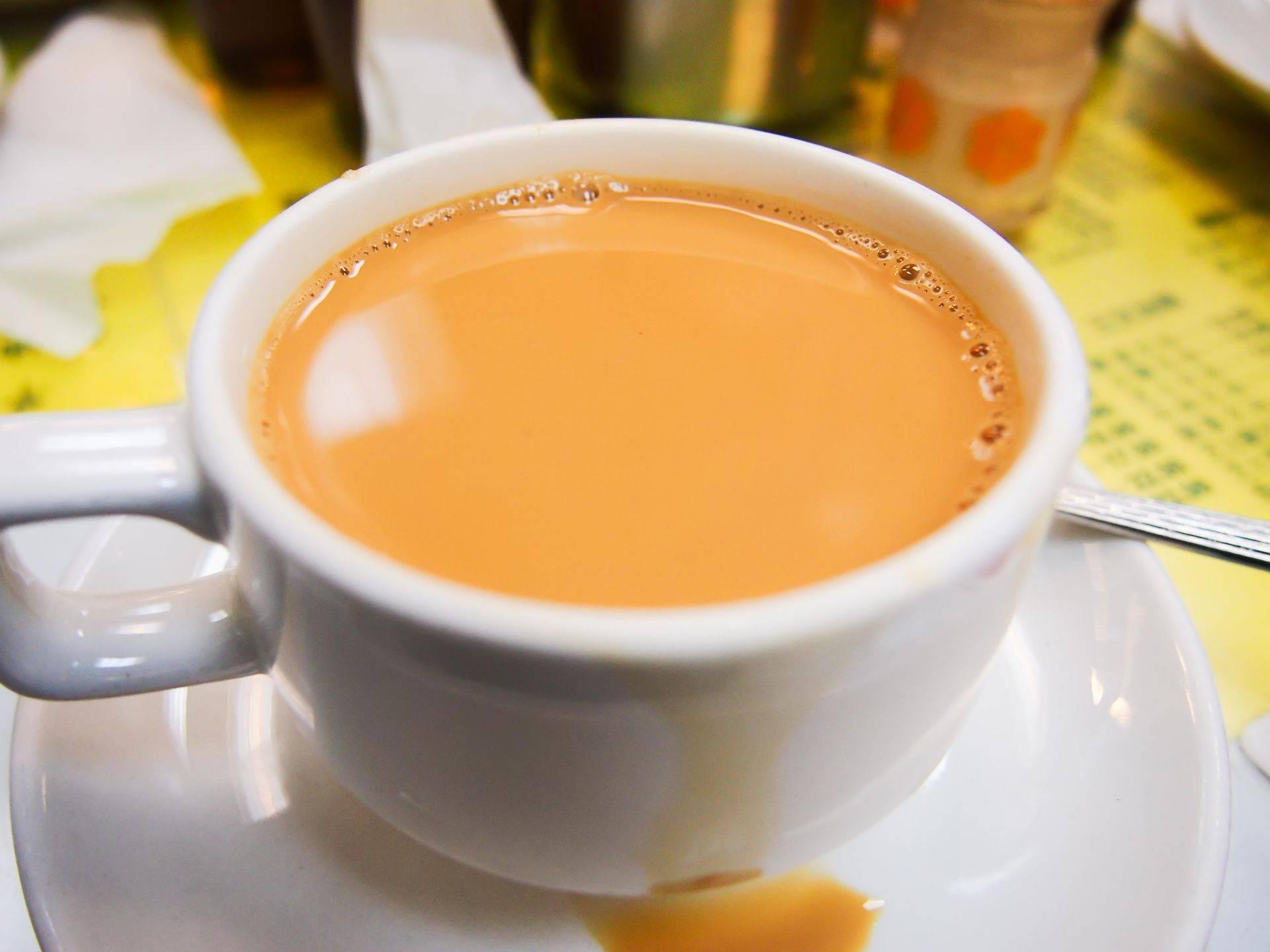 Чай с молоком: польза и вред, как употреблять и какие полезные свойства