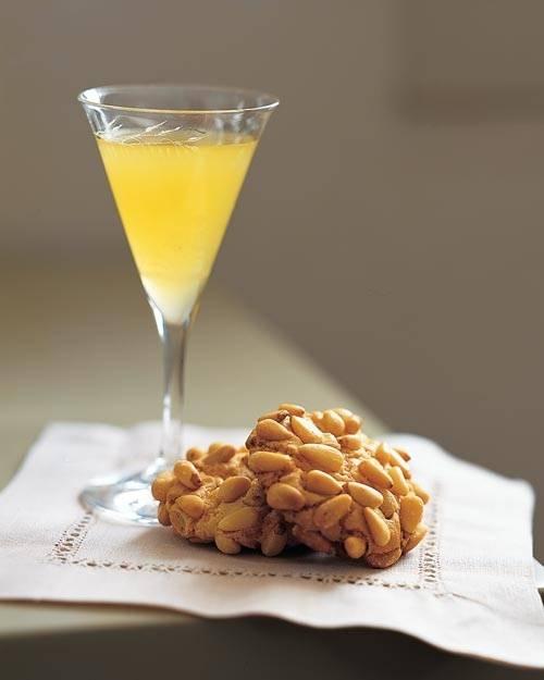 Как пить лимончелло в чистом виде и в составе коктелей