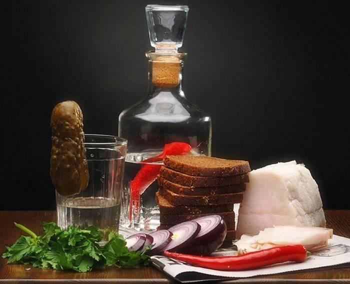 Как правильно запивать и закусывать текилу?