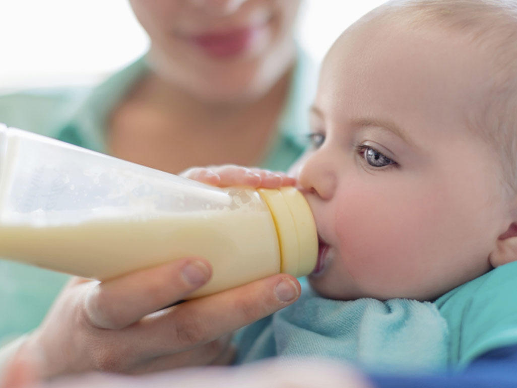 Топленое молоко при грудном вскармливании: можно ли побаловать себя и когда давать ребенку?
